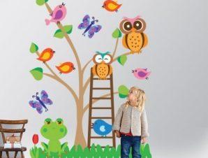 Δέντρο με πολύχρωμα ζωάκια Παιδικά Αυτοκόλλητα τοίχου 85 x 125 εκ.