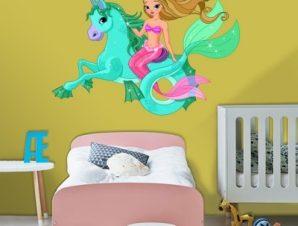 Γοργονίτσα πάνω σε μαγικό άλογο Παιδικά Αυτοκόλλητα τοίχου 65 x 43 εκ.
