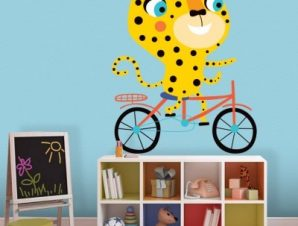 Τίγρης κάνει ποδήλατο Παιδικά Αυτοκόλλητα τοίχου 35 x 43 εκ.