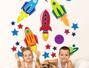 Στο διάστημα… Παιδικά Αυτοκόλλητα τοίχου 80 x 80 εκ.
