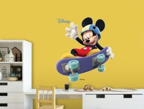 Mickey skating Παιδικά Αυτοκόλλητα τοίχου 31 x 34 εκ.
